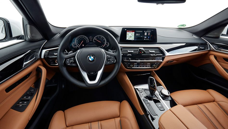 Datenraum Auto: Nichts was der Fahrer tut, bleibt dem Hersteller verborgen. Dieser Datenschatz ist nicht nur für Autobauer interessant