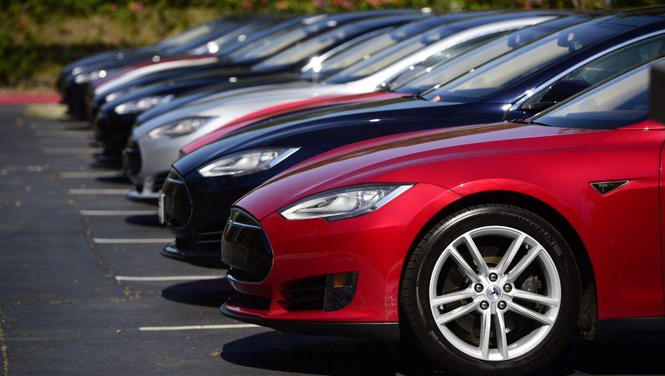 Tesla Model S: Sicherheitsgurte zu lasch, meinen die Prüfer von IISS