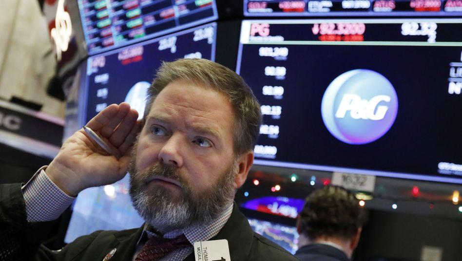 Hört sich nicht gut an, was da gerade in Washington vor sich geht: Ein Börsenhändler an der New York Stock Exchange (Aufnahme von Anfang Dezember).