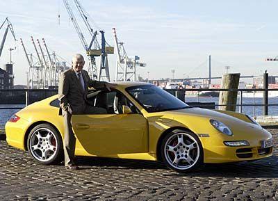 Fachmann für Marken: Beiersdorf-Chef Kunisch mit dem neuen Porsche 911 im Hamburger Hafen
