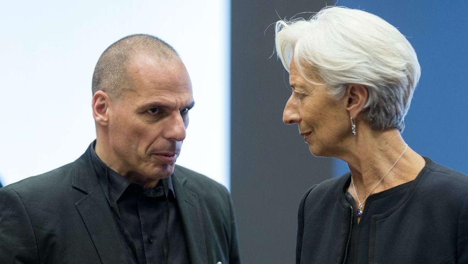 IWF-Chefin Lagarde, Griechenlands Finanzminister Varoufakis: Die Rückzahlung des 1,6 Milliarden Euro Kredits an den IWF bleibt am Dienstag höchstwahrscheinlich aus. Griechenland wäre somit das erste Industrieland, das beim IWF in Zahlungsrückstand gerät.