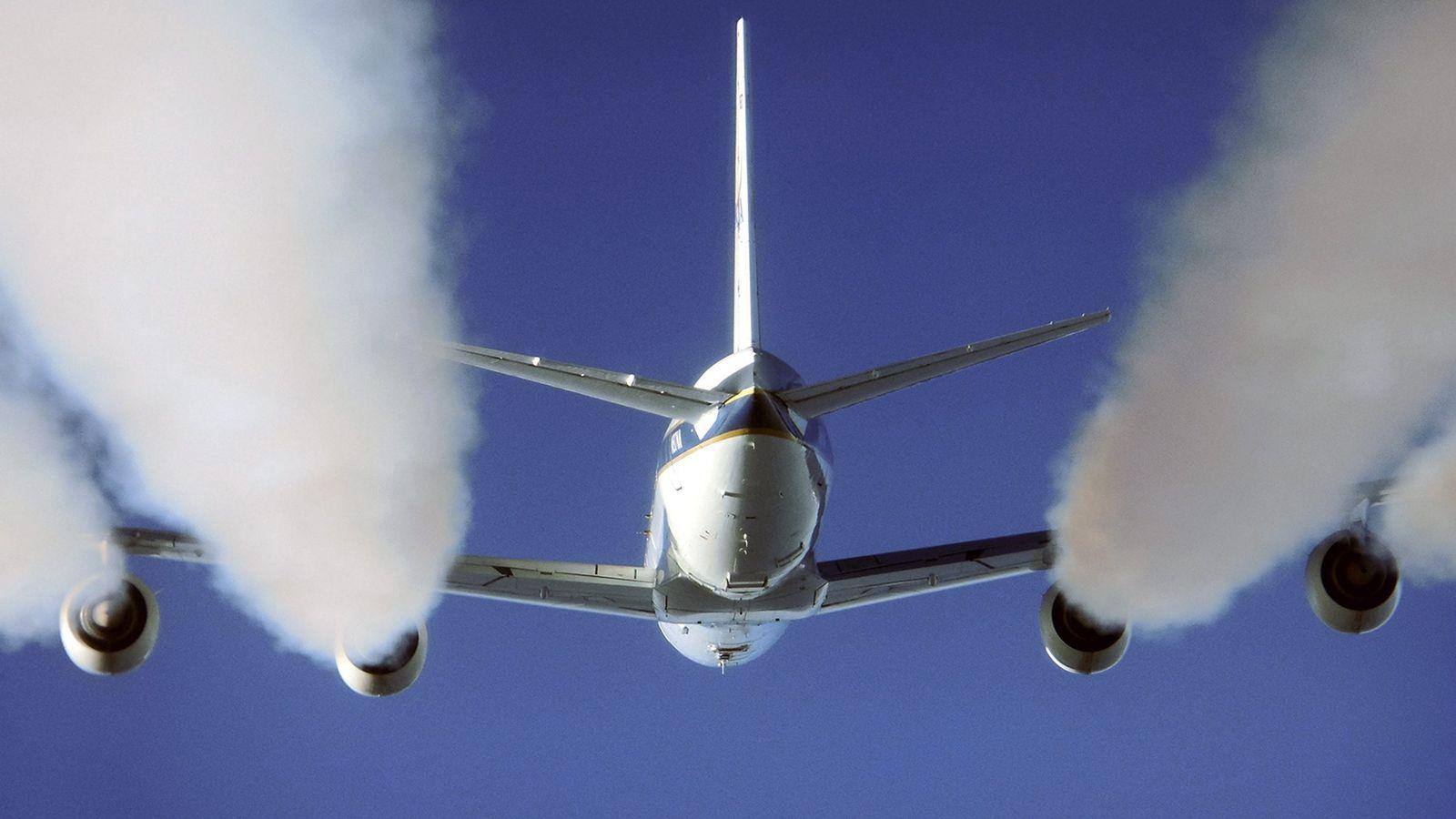 Kondensstreifen / Luftverkehr
