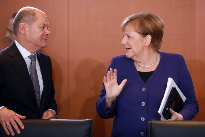 Bundeskanzlerin Angela Merkel und Bundesfinanzminister Olaf Scholz: Die Bundesregierung will im Zuge der Corona-Krise Milliardenhilfen für Firmen auf den Weg bringen