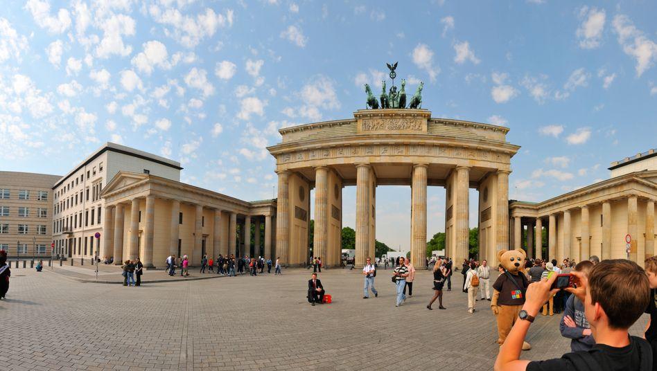Brandenburger Tor in Berlin: OECD sagt Deutschland mehr Schwung voraus