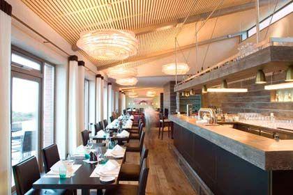 Lichtdurchflutet: Das Restaurant Strönholt im Golfhaus