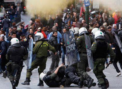 Proteste in Athen: Griechenland fürchtet die harten Auflagen einer möglichen Hilfe des IWF. Schon jetzt regen sich immer wieder Proteste gegen den Sparkurs der Regierung