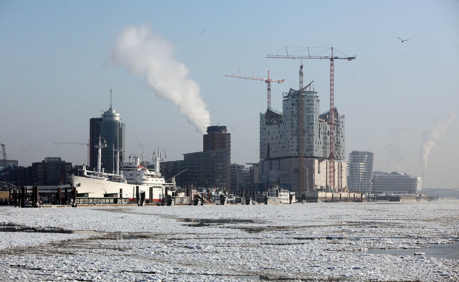 Eisschollen auf der Elbe / Baustelle / Winter / Elbphilharmonie