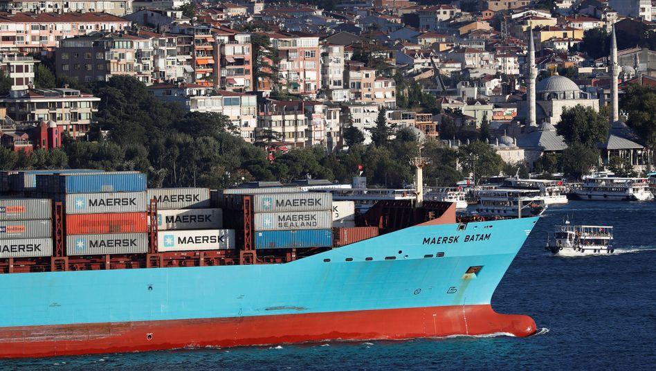 Maersk-Schiff am Bosporus: Das Reederei-Geschäft bleibt mühsam