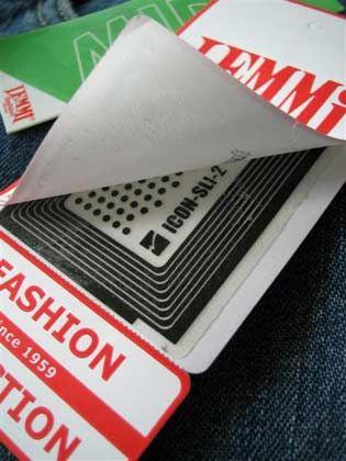 """RFID auf Kleidungsstücken: """"Funkchips verbinden die physische Welt der Produkte mit der virtuellen Welt digitaler Daten"""""""