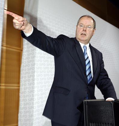 With a little help from ...: Peer Steinbrücks Finanzministerium liefert ein Argument für den Aktienkauf noch im Jahr 2008