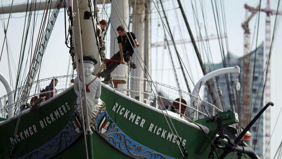 Rickmer Rickmers im Hamburger Hafen: Die Reederei betreibt eine Flotte von mehr als 120 Schiffen
