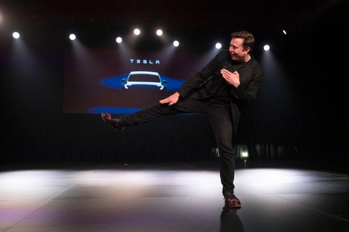 Tesla-CEO Elon Musk mit Showeinlagen bei der Präsentation von Model Y