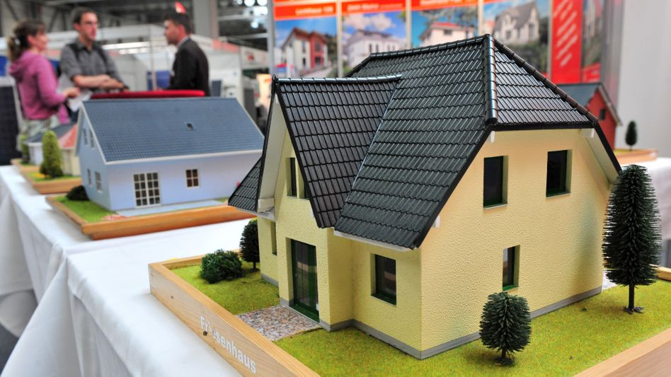 Niedrige Leitzinsen sind gut für Bauherren oder Unternehmen, die Kredite aufnehmen müssen. Doch diese Phase dauert nicht ewig, mahnt der Bundesverband deutscher Banken