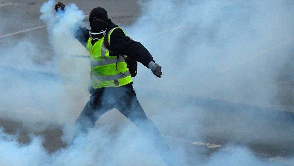 """Die politisch gravierendste Bruchlinie verläuft zwischen Metropolen und ländlichen Regionen. Die """"Gelbwesten"""" in Frankreich zum Beispiel begannen als Protestbewegung von Bürgern in ländlichen Regionen, die auf das Auto angewiesen sind, gegen höhere Spritsteuern."""