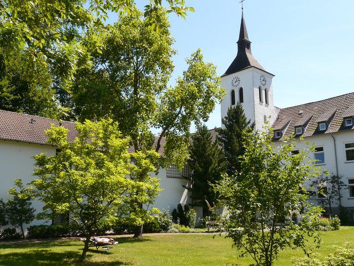 """Die Abtei Varensell im Osten der Westfälischen Bucht bietet zeitgemäße Auszeiten wie """"Chillen im Kräutergarten""""."""