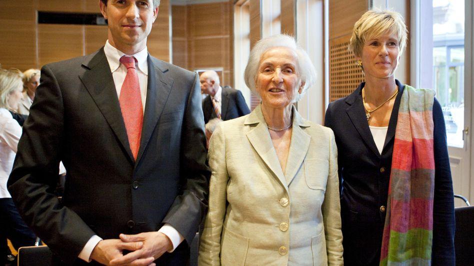 Johanna Quandt (Mitte) war im August 2015 gestorben. Ihr BMW-Aktienpaket hatte sie großteils und unbemerkt von der Öffentlichkeit bereits zwischen 2003 und 2008 an ihre Kinder Stefan Quandt (links) und Susanne Klatten weitergereicht, die Stimmrechte aber behalten