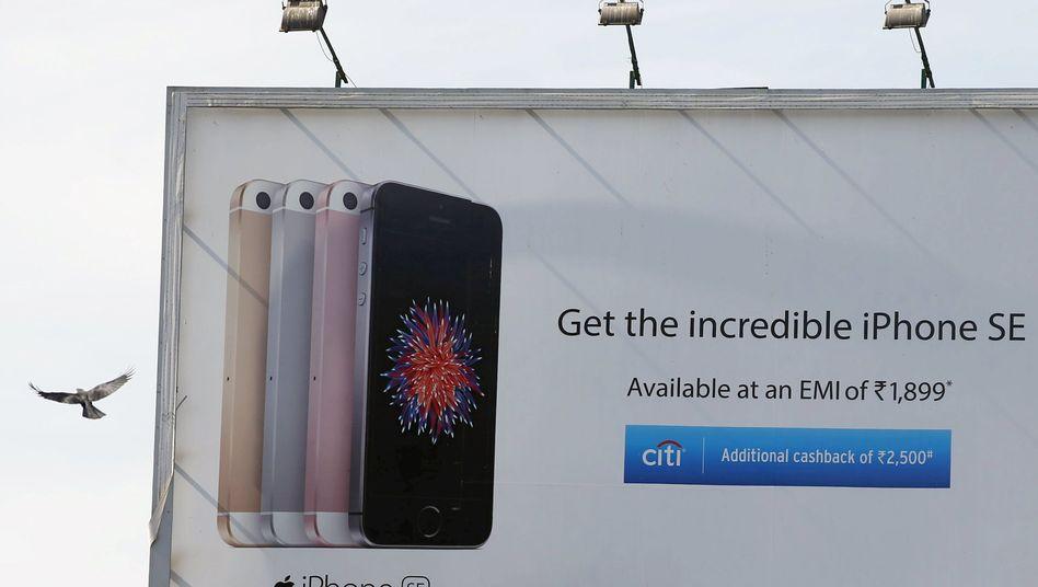 Für viele Inder nicht erschwinglich: Daher versucht Apple, den diesen vielversprechenden Wachstumsmarkt mit generalüberholten, gebrauchten iPhones zu erschließen. Doch Indiens Regierung funkt dazwischen