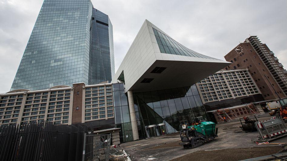 EZB-Zentrale in Frankfurt am Main: Haftungsrisiken für Deutschland ausschließen
