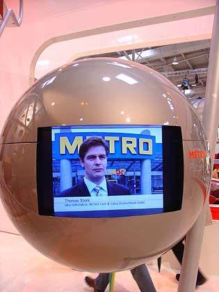 Entertainment: Im Metro-Store gibt es natürlich Metro-TV