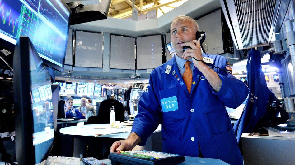 Aktienhändler in New York: Immer mehr Geld fließt über Indexfonds an die Börse - das hat Nachteile.