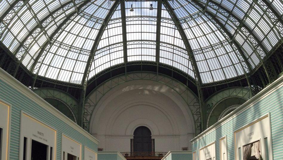Die Antiquitätenszene schaut mit Sorge auf die Pariser Biennale. Ein Skandal macht ihr zu schaffen. Dabei geht es um gefälschtes Mobiliar des 18. Jahrhunderts.