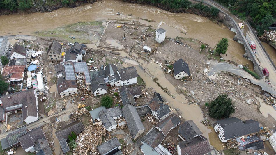 Von Regenfluten ausradiert: Zerstörungen wie aktuell im Dorf Schuld im Kreis Ahrweiler (Rheinland-Pfalz) sind auch eine Folge der dramatischen Klimaveränderungen