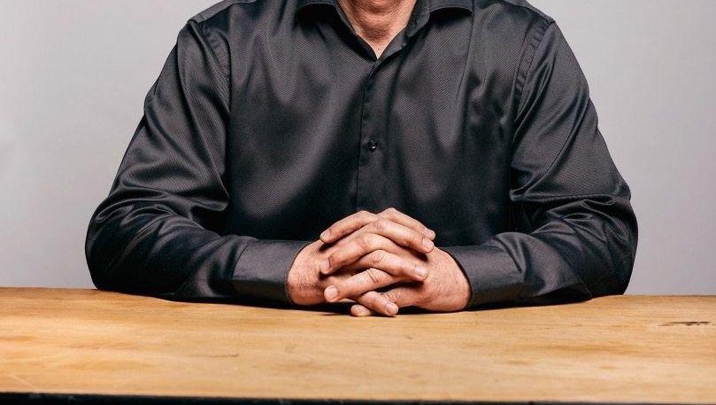 BAUMEISTER Die Familie von Amir Dayan verdiente ab 1985 erstes Geld mit dem Autohandel in den USA und gründete eine Fliesenfabrik. Die Gewinne flossen ab 2008 in deutsche Büro- und Hotelgebäude.