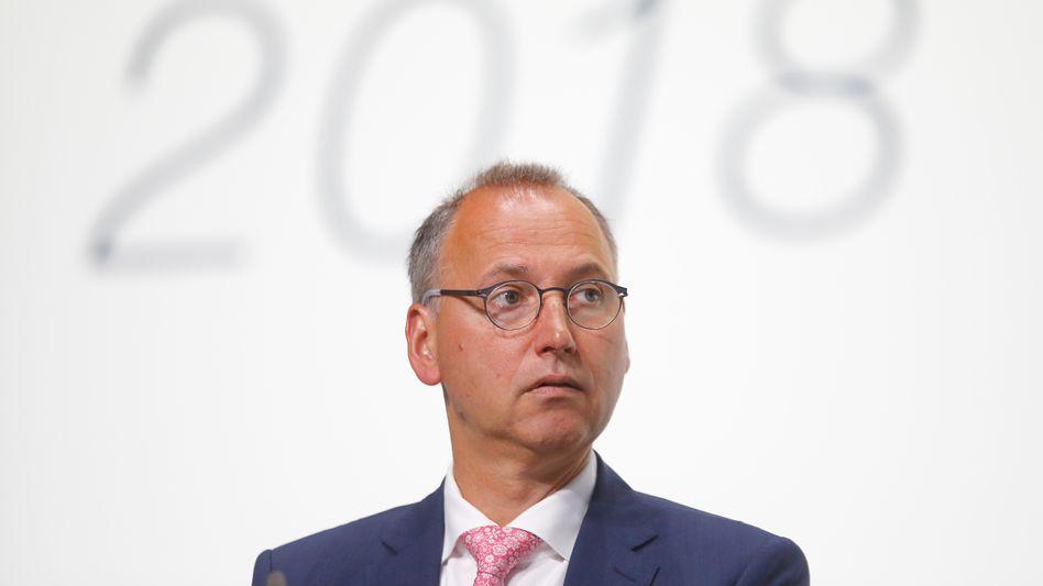 Bayer-Chef Werner Baumann, hier auf der Hauptversammlung seines Konzerns am 25. Mai 2018, steht ein konfliktreiches Aktionärstreffen bevor.