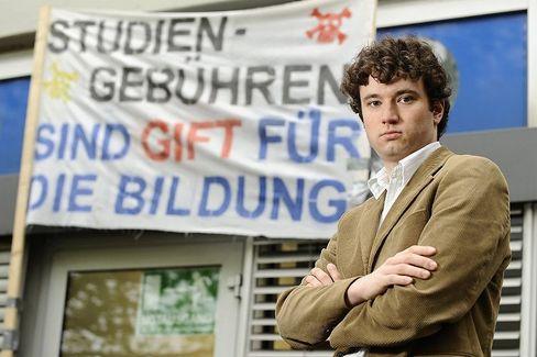 AStA-Vertreter: Der Informatik-Student und AStA-Vorsitzende in Paderborn, Pierre Schade, protestiert gegen Studiengebühren