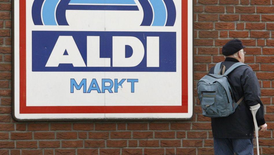 Gemischtwarenladen: Discounter wie Aldi konkurrieren zunehmend mit Drogeriemärkten wie DM