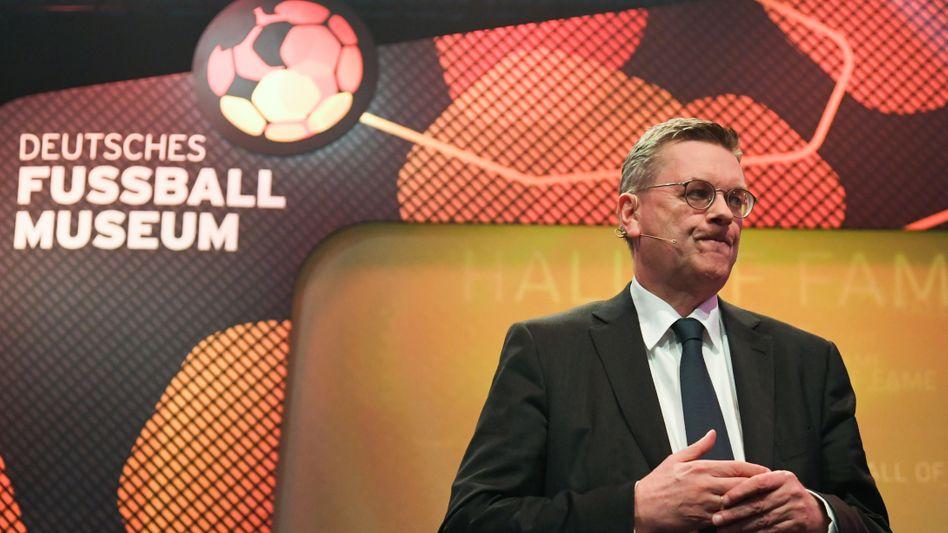 Gestern noch eröffnete DFB-Präsident Reinhard Grindel das Deutsche Fußball Museum in Dortmund - heute ist er selbst Geschichte