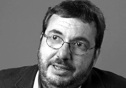Justus Fischer-Zernin ist Rechts- und Fachanwalt der Sozietät Hanselaw Hammerstein und Partner in Hamburg. Er ist aus diversen Fachveröffentlichungen zum Thema Wirtschaftsrecht und Steuern bekannt.