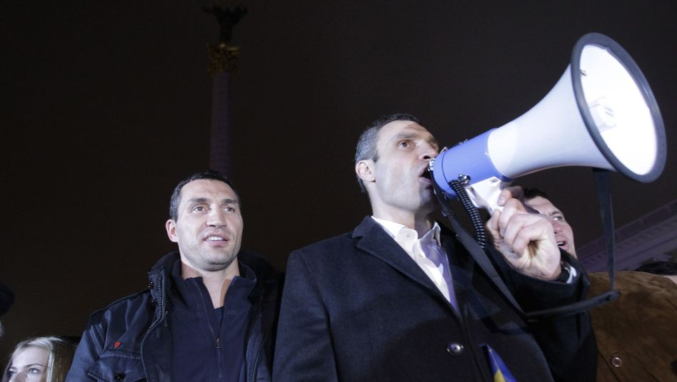 Galionsfigur der Opposition: Vitali Klitschko (l.) mit Bruder Wladimir