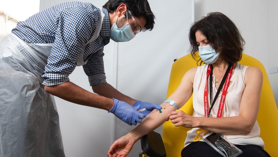 Erfolgreich geforscht: Teilnehmerin der Impfstoffstudie der Universität Oxford