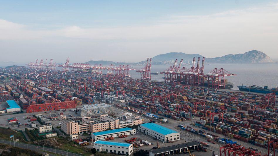 Frachthafen in Shanghai: Handelsstreit spitzt sich zu