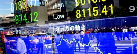 Abwärts: Die Wirtschaftskrise in Japan erfasst mittlerweile auch den privaten Verbrauch und die Investitionstätigkeit.