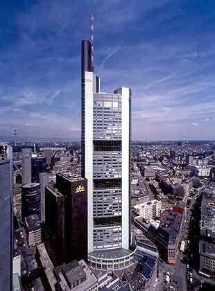 Commerzbank Tower in Frankfurt am Main: 1,1 Milliarden Euro für Bürogebäude des Landes