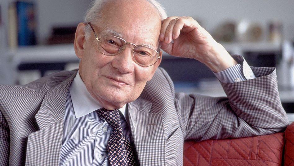 Chemie-Nobelpreisträger und Institutsgründer Manfred Eigen im Jahr 2001.