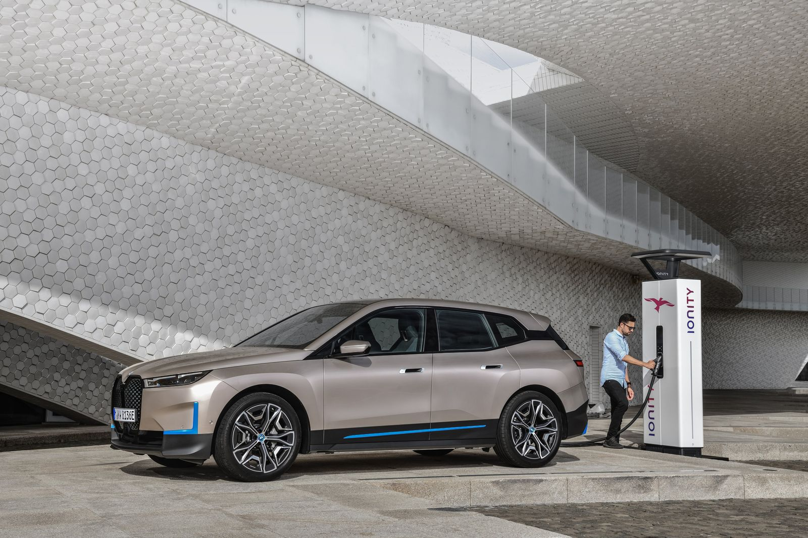 BMW präsentiert iX
