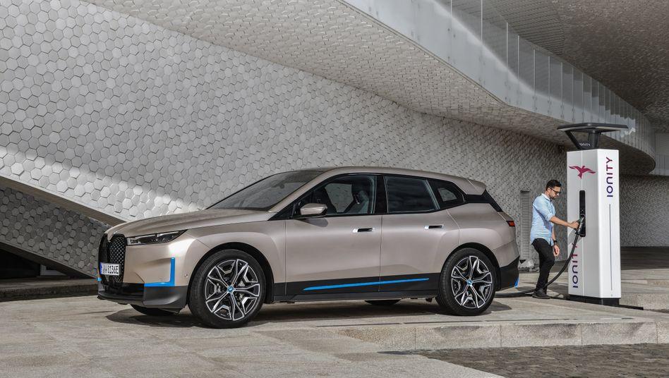 BMW iX: Der Elektro-SUV soll im November 2021 bei den Händlern stehen