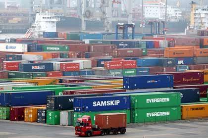 Die Welt im Container: Hochbetrieb im Hamburger Hafen