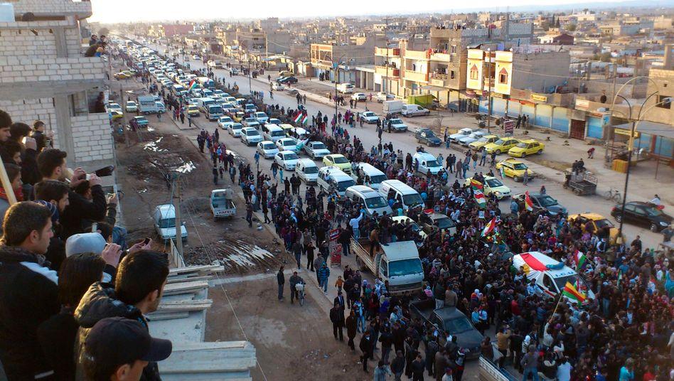 Trauerzug in Syrien: Assads Regime geht mit Waffen gegen Zivilisten vor