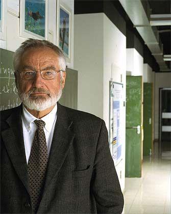 Professor Ernst Pöppel (64), Chef des Münchener Instituts für Medizinische Psychologie (IMP), studierte Psychologie und Zoophysiologie. 1974 habilitierte er an der Universität München im Fach Sinnesphysiologie und 1976 für Psychologie in Innsbruck. Sein Gastbeitrag für manager-magazin.de ist die stark gekürzte Fassung eines Vortrags über das Büro als Ort der Kreativität, den der Hirnforscher für den Waldshuter Möbelhersteller Sedus Stoll gehalten hat.