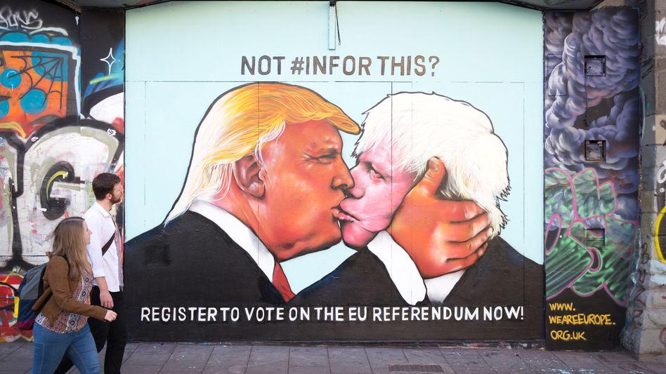 Straßenkunst in Großbritannien: Schon vor der Brexit-Abstimmung waren die Sympathien zwischen Trump und Johnson offensichtlich.