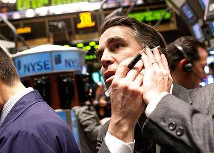 Enttäuschende Daten vom US-Arbeitsmarkt: Dennoch hält der Dow Jones am Mittwoch seine Verluste zunächst in Grenzen, der Dax schloss kaum verändert