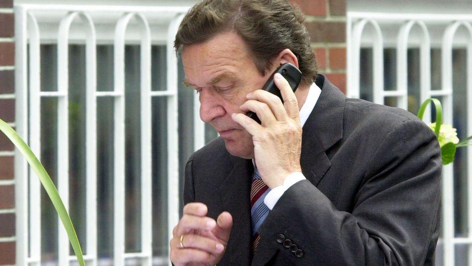 """""""Nummer 388"""": Auch Gerhard Schröder wurde während seiner Zeit als Kanzler (hier ein Bild aus dem Jahr 2002) von dem US-Geheimdienst abgehört. Er war einer von vielen Entscheidungsträgern, den die NSA überwachte"""