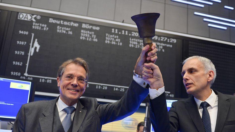 Hören die Glocken läuten: Jürgen Behrend (l.) und Rolf Breidenbach