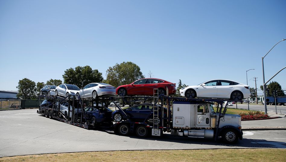 """Transport des Model 3: """"Oberste Dringlichkeit, bei der Auslieferung zu helfen"""""""