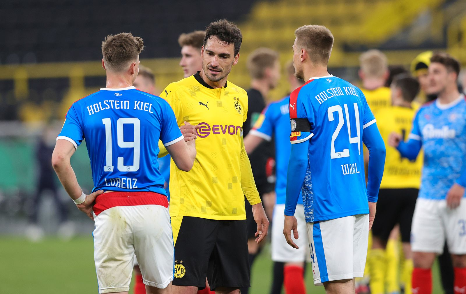 firo : 01.05.2021, Fußball: Fussball: DFB-Pokal, Halbfinale,Saison 2020/21 BVB , Borussia Dortmund - Holstein Kiel