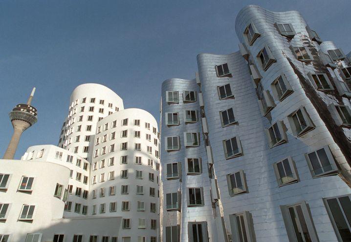 """Premiumlage: Regus sitzt im """"Neuen Zollhof"""" in Düsseldorfs Medienmeile. Die Gebäude wurden vom Stararchitekten Frank O. Gehry entworfen."""